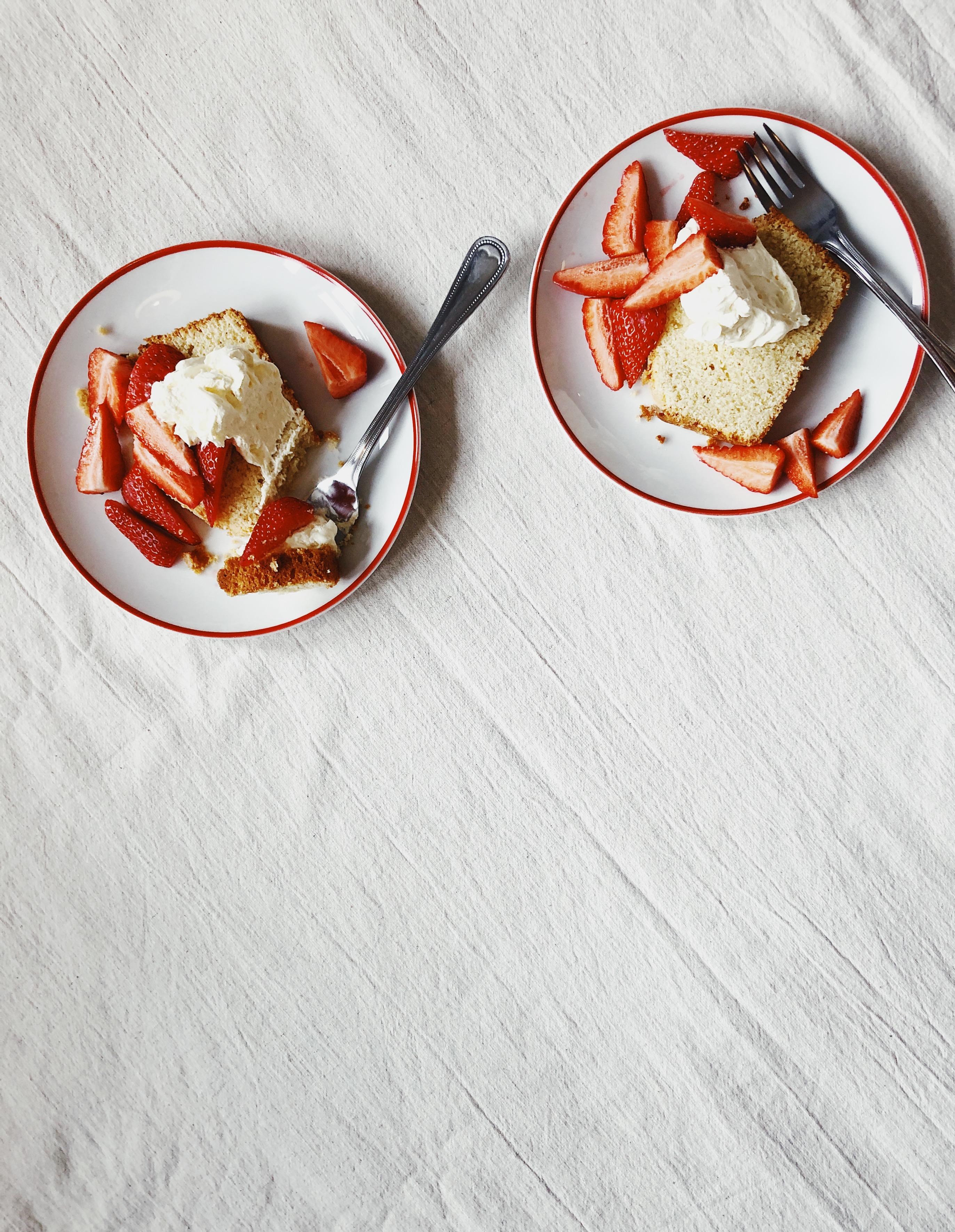 Vanilla pound cake with strawberries and cream