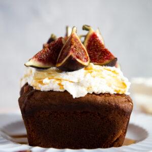 Sticky fig and ricotta cake